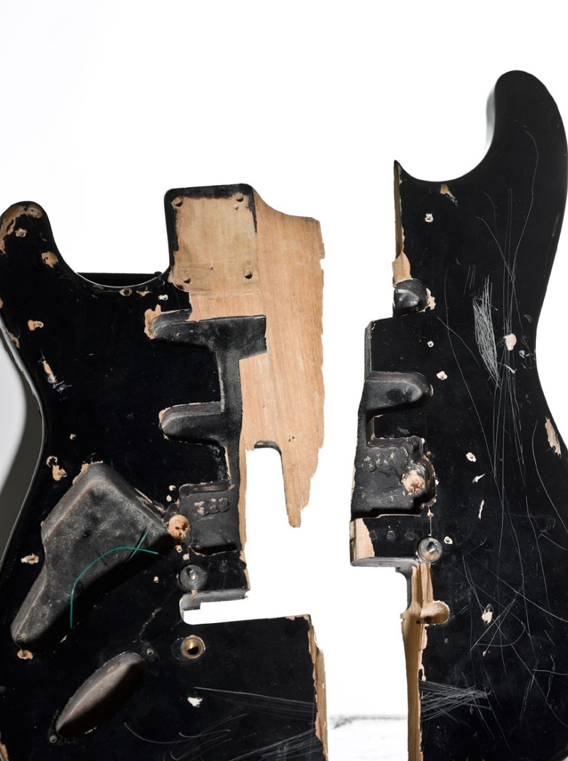 emp-museum-seattle-nirvana-exhibition-cobain-guitar-02